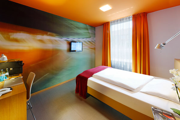 Standard room french bed hotel k nigstein munich for What is a french bed in a hotel